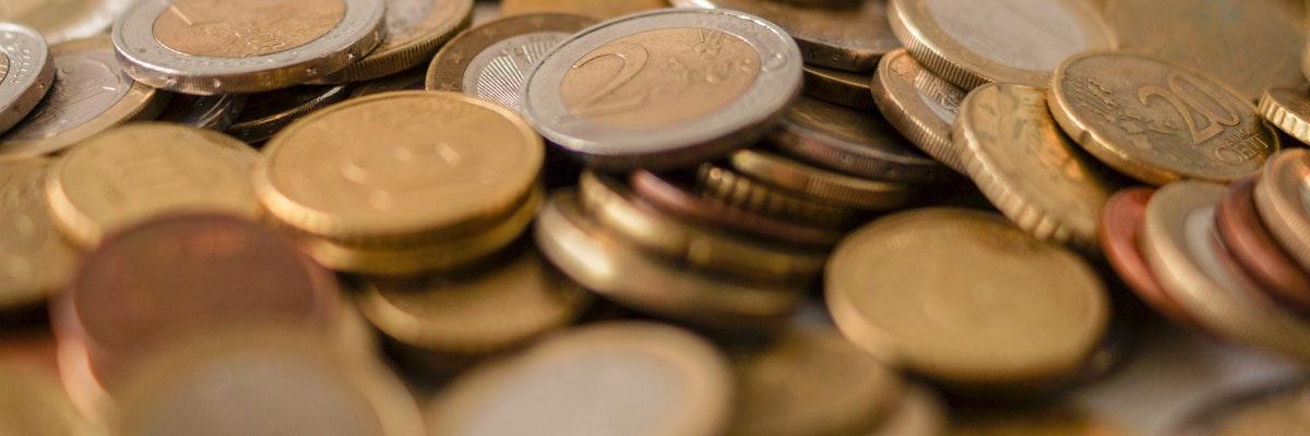 geldmuenzen als symbol fuer die marisk novelle 2021