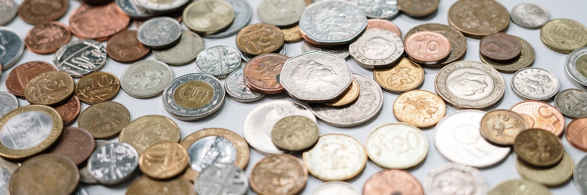 Münzen als Symbol für digitale Rechnungsverwaltung