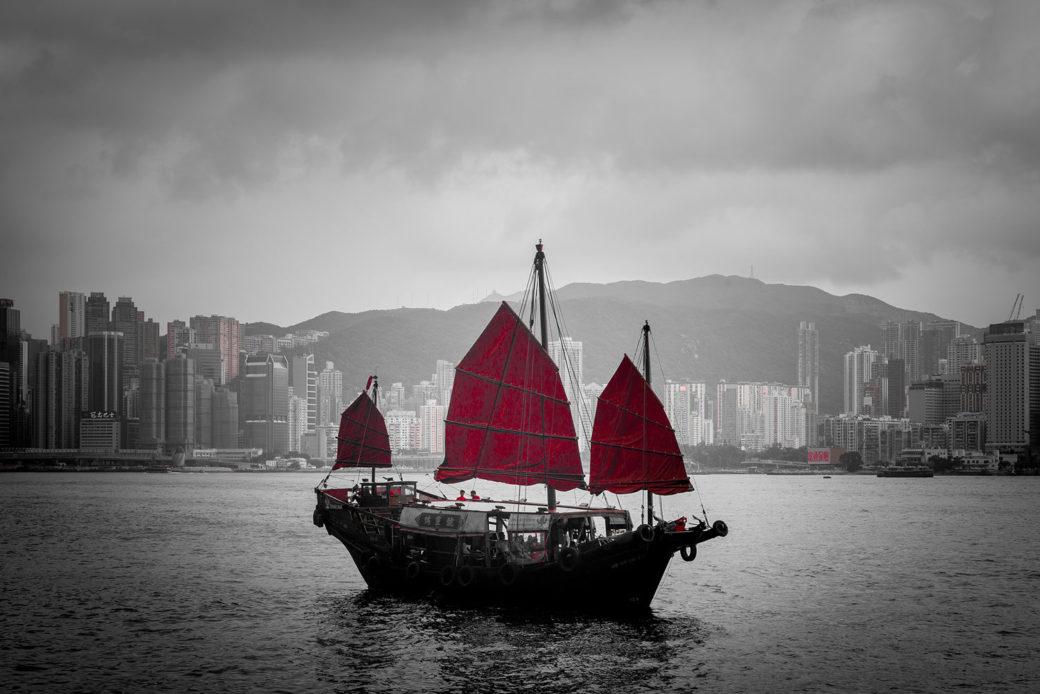 Boot auf dem Wasser in Hongkong