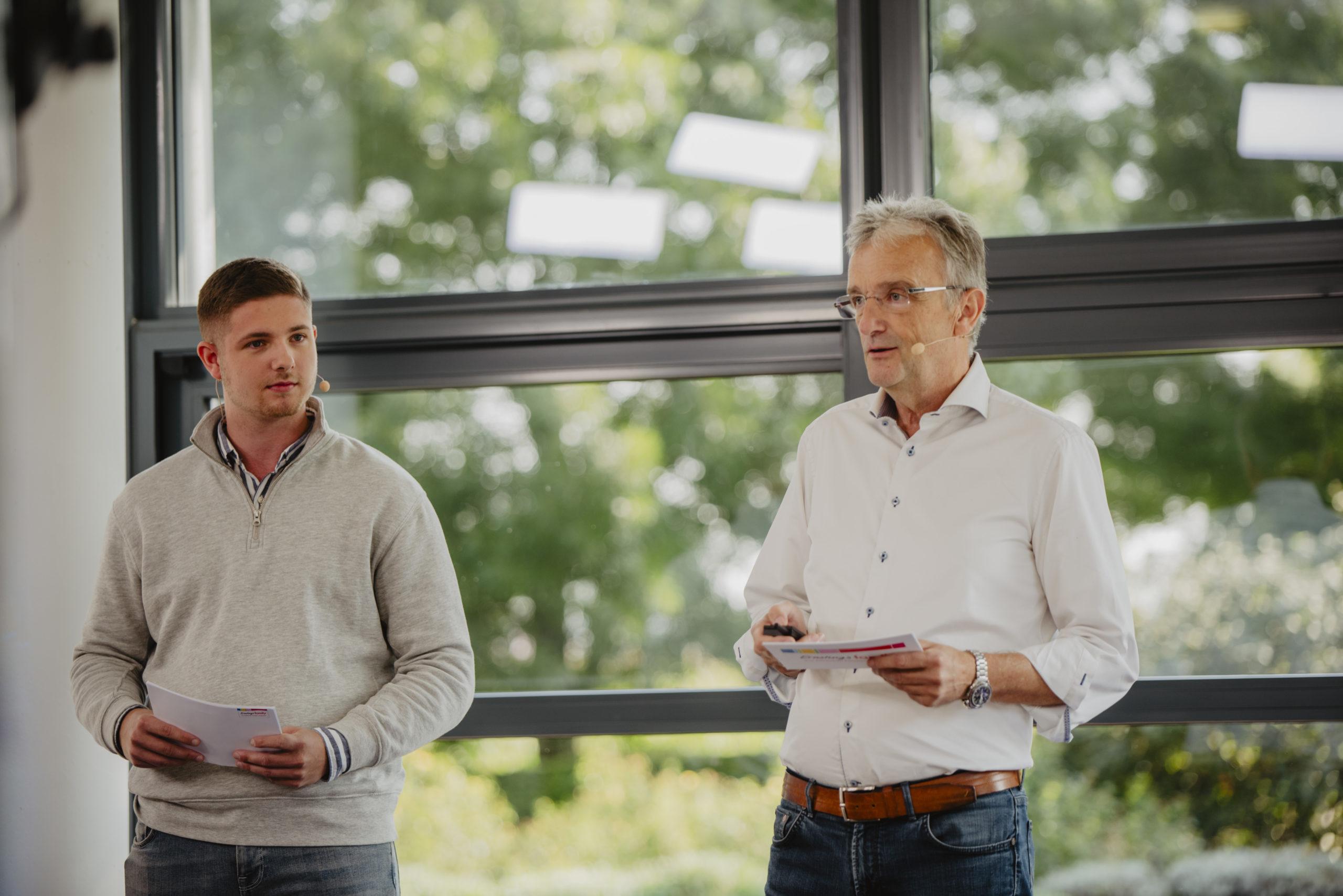 Daniel Vordonarakis (links) und Alfons Tröster von Ernstings Family stellen die Digitalisierungsstrategie des Traditionsunternehmens vor