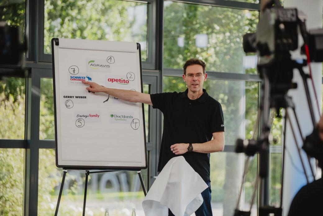 d.velop Pressechef Stefan Olschewski führte zauberhaft eloquent durch das Programm