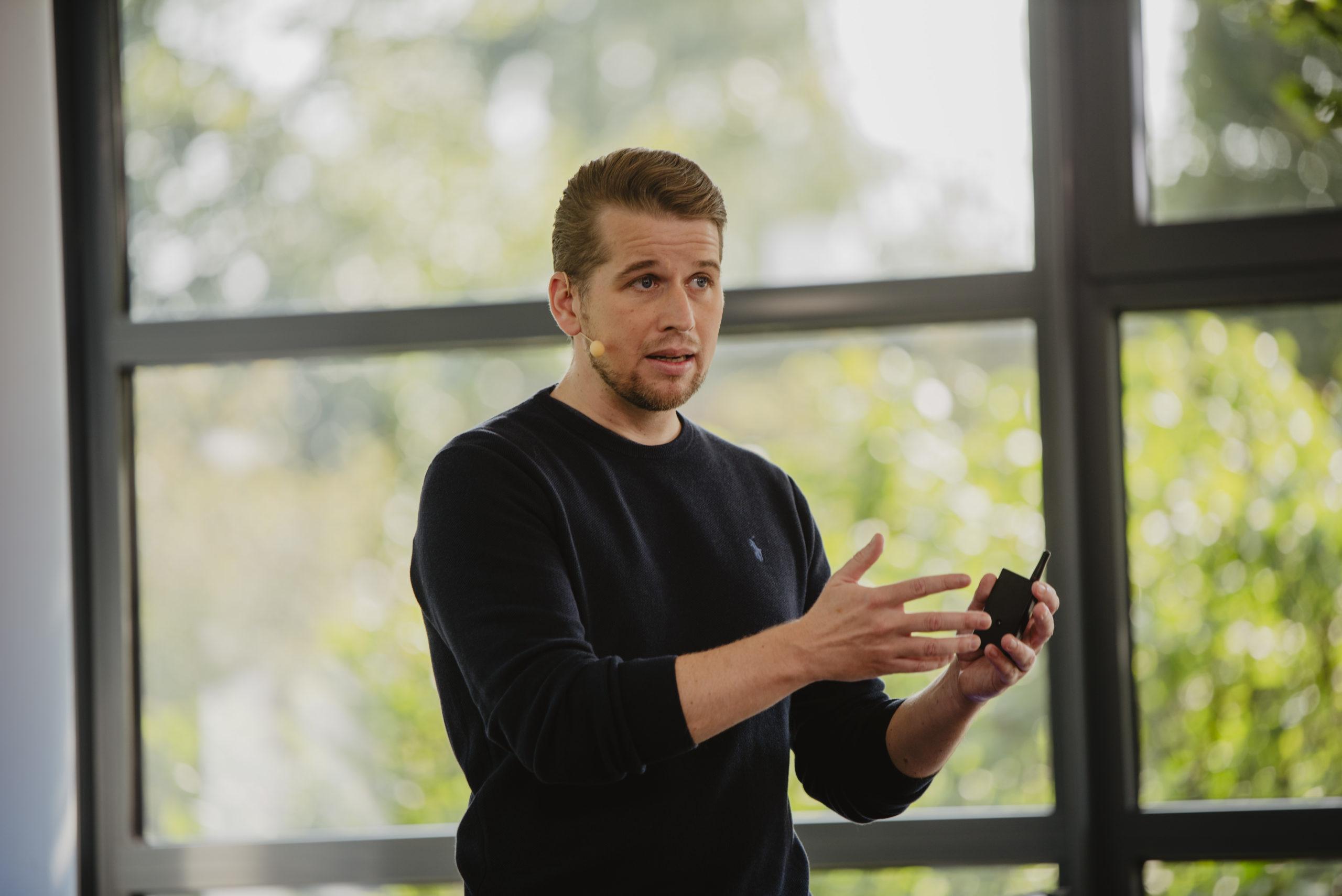 Vorstand Sebastian Evers betonte in der gemeinsamen Keynote mit seinem Vorstandskollegen Rainer Hehmann die Bedeutung des Netzwerks für Innovationen