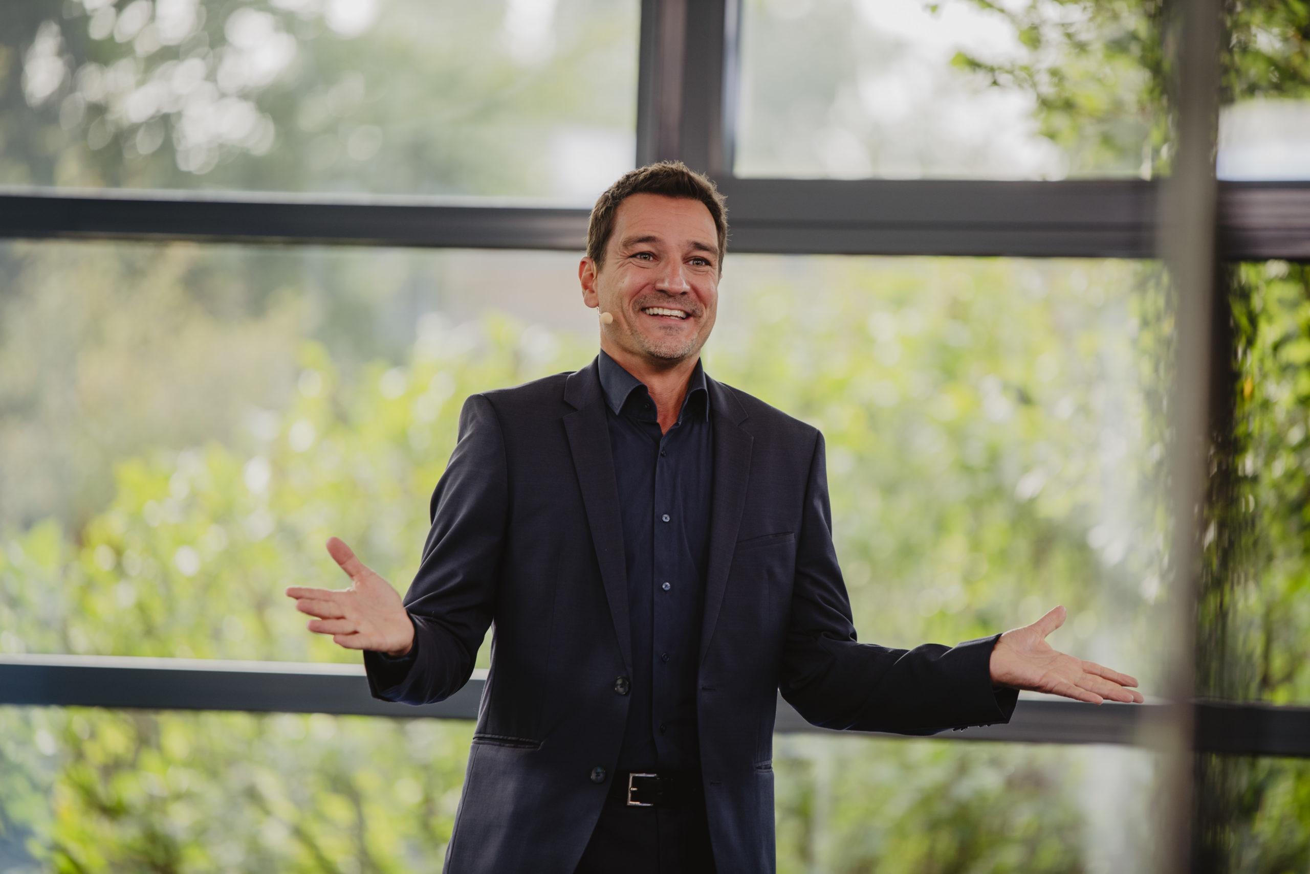 Körpersprache-Experte Thorsten Havener erklärte anschaulich, wie man Menschen nonverbal führt